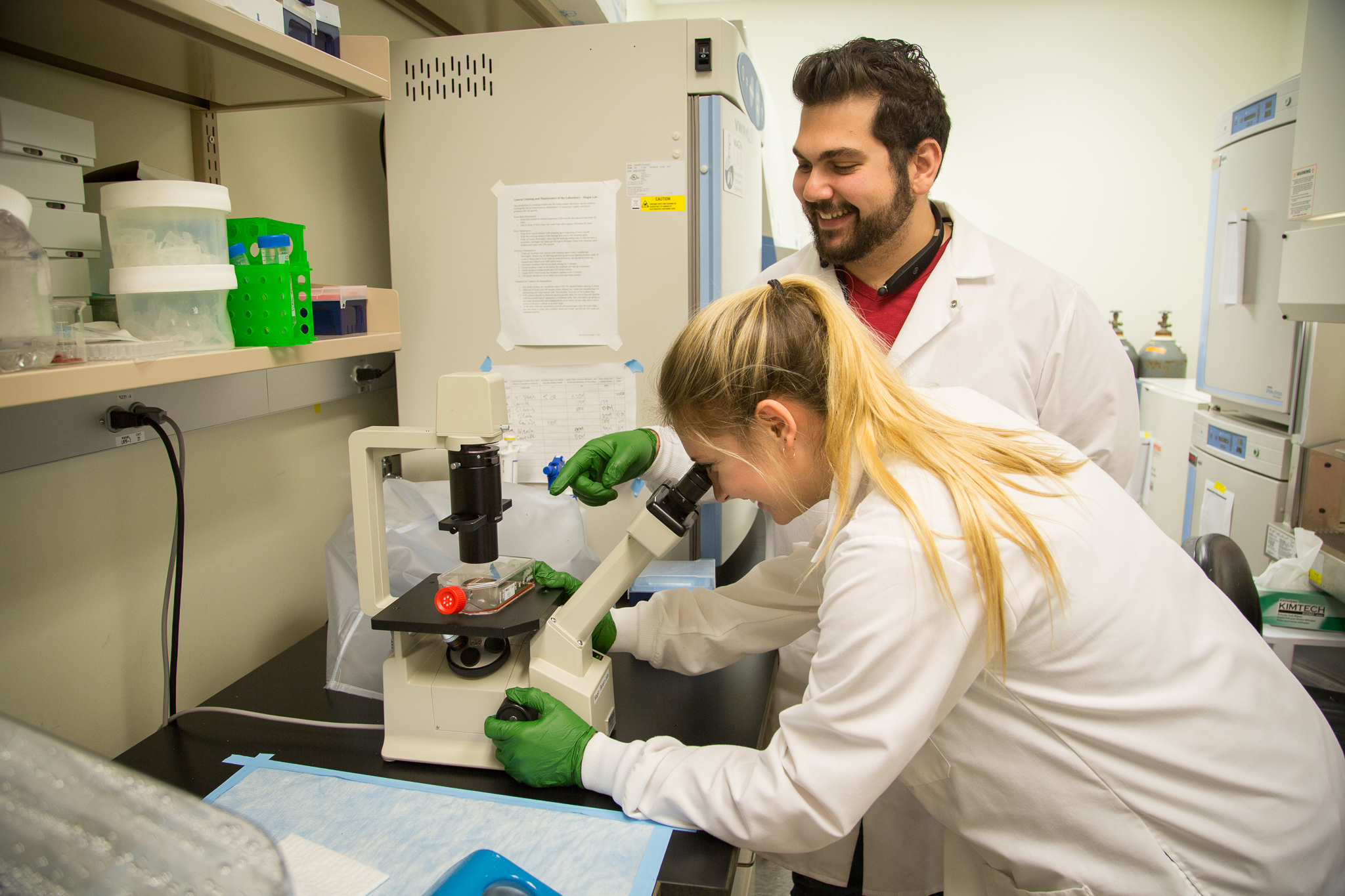 Students work at Magin Lab